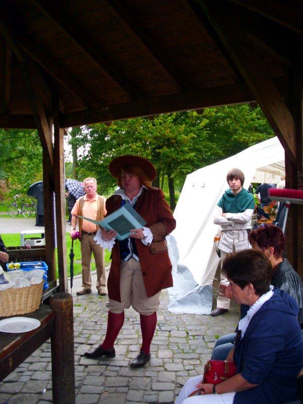 Silvia Huster liest aus dem Marker Märchenbuch