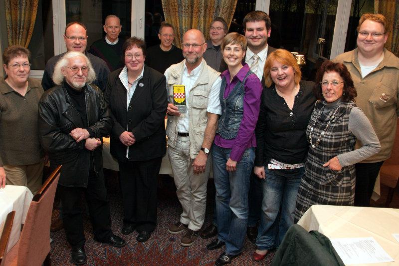 Klicken zum Vergrößern - Gruppenbild des Fördervereins Burg Mark Hamm auf der Jahreshauptversammlung 2012 - foto: fotan.de